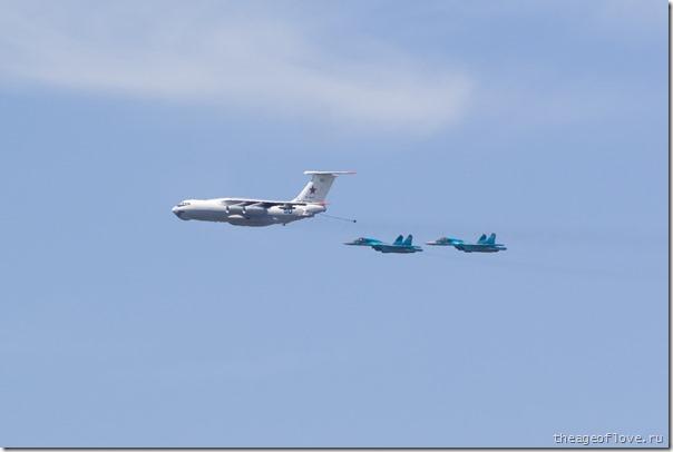 Ил-78 заправляет пару Су-34