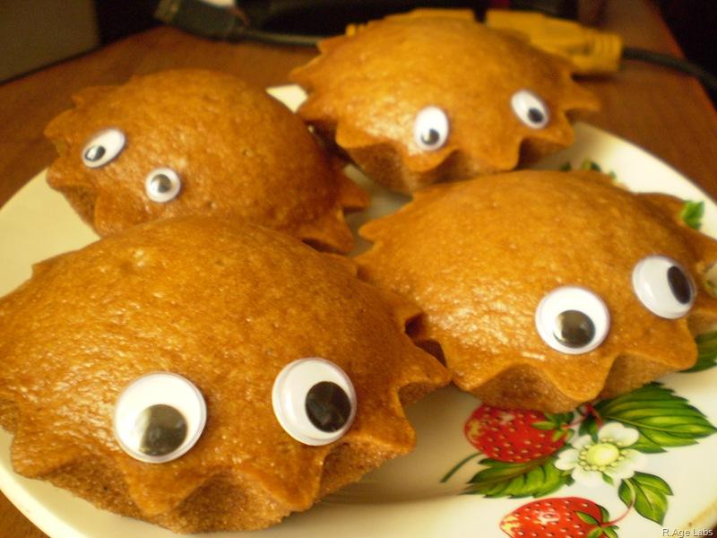 Из едят, а они - глядят!