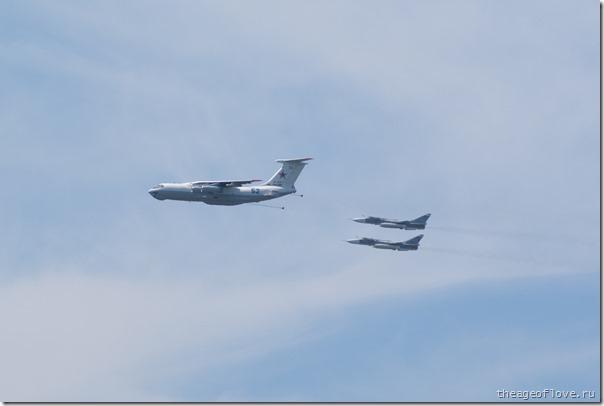 Ил-78 заправляет пару Су-24