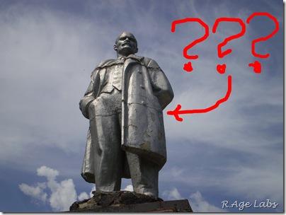 Что прячет Ленин за спиной?